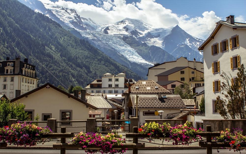 Городок Шамони-Мон-Блан во французских Альпах