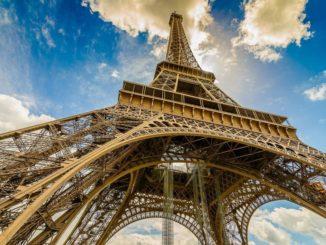 Эйфелева башня в Париже, Франция.