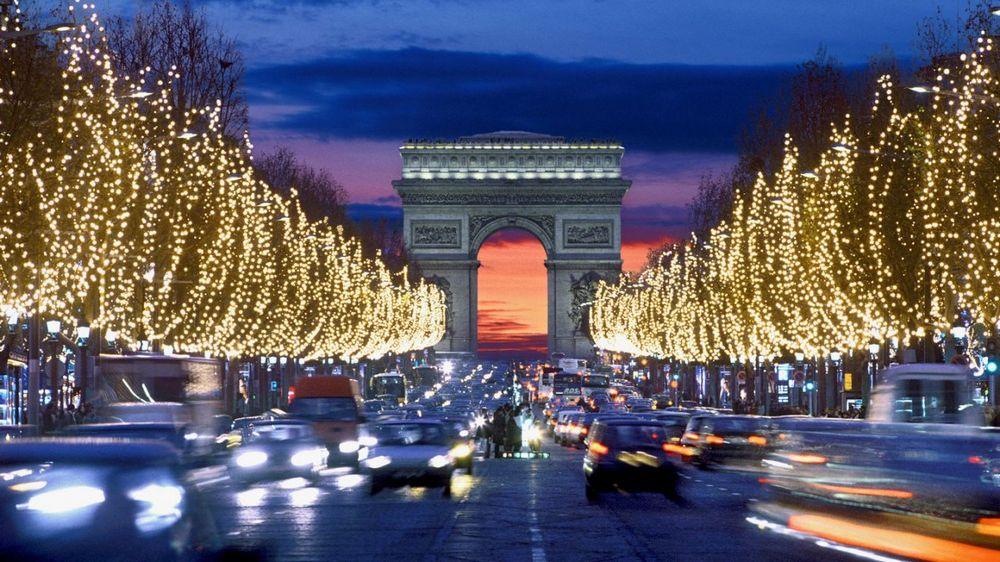 Елисейские поля - главные достопримечательности Парижа.