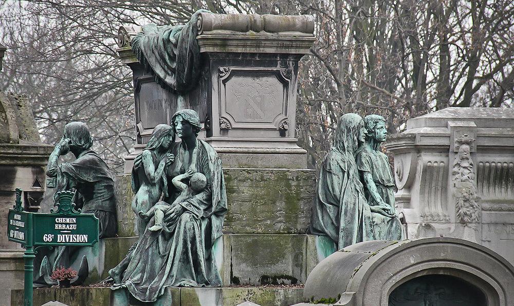 Кладбище Пер-Лашез - главные достопримечательности Парижа.