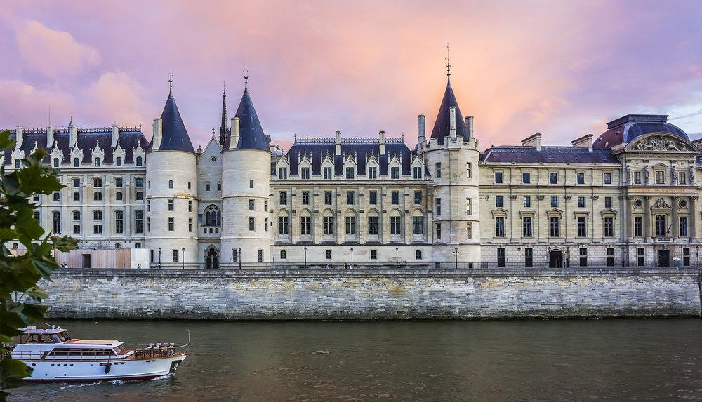 Консьержери - главные достопримечательности Парижа.