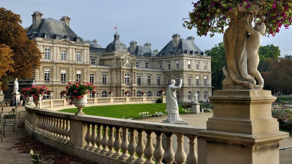 Люксембургский сад и дворец - главные достопримечательности Парижа.