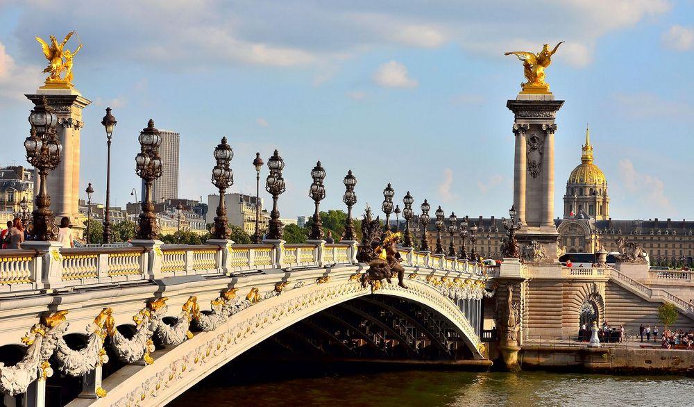 Мост Александра III - главные достопримечательности в Париже.