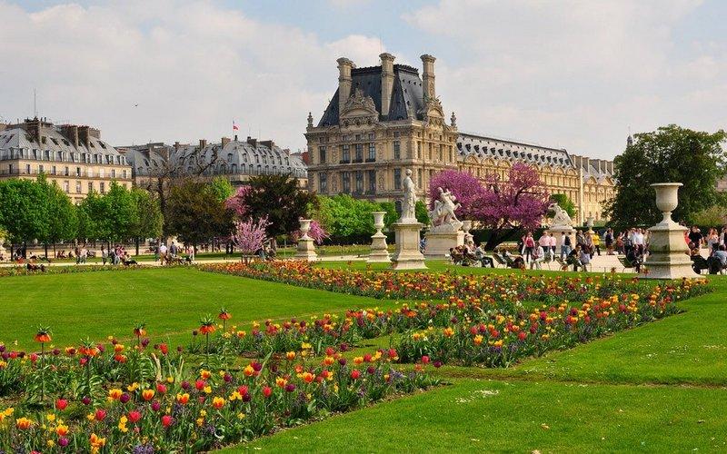 Сад Тюильри - все, что сегодня осталось от дворца Тюильри.