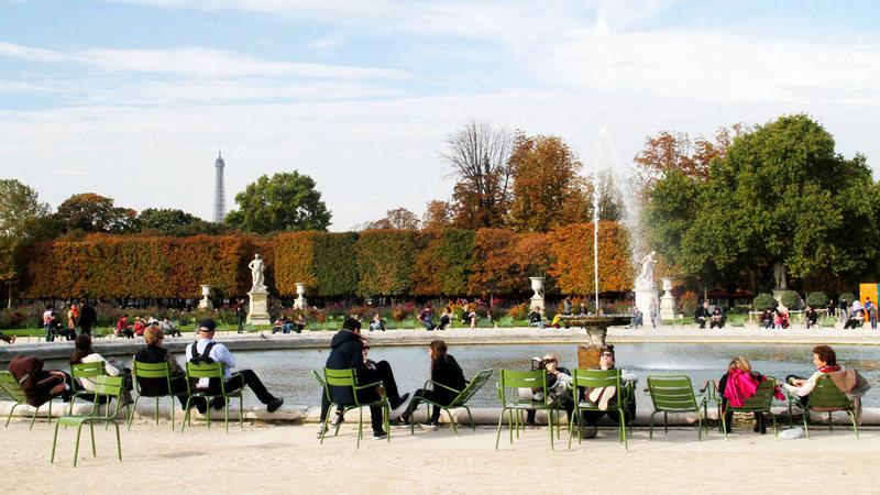 Бесплатные стулья в саду Тюильри.