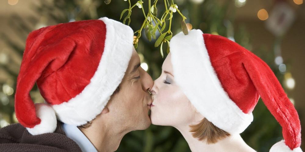 Поцелуй под веточкой омелы - Рождественский Париж